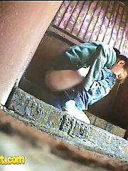 14 pictures - Old and young tinklers peeing in front of spy cam