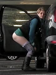 15 pictures - Pretty babe pisses in the middle of a car park